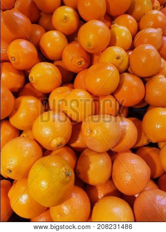 Oranges in a pile at a store
