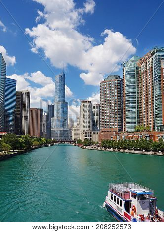 View of the Chicago skyline and Chicago River