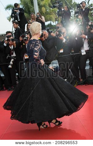 CANNES, FRANCE - MAY 18: Helen Mirren attends the 'The Unkown Girl (La Fille Inconnue)'  premiere during the 69th annual Cannes Film Festival at the Palais des Festivals on May 18, 2016 in Cannes