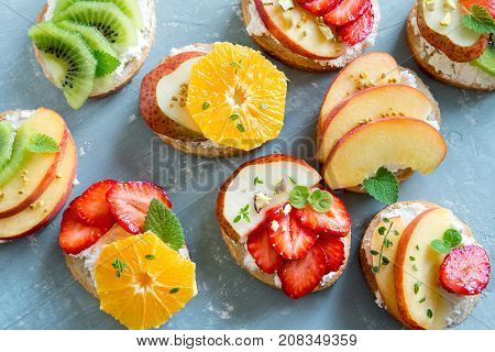 Fruit Dessert Sandwiches With Ricotta Cheese