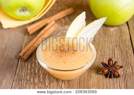 Applesauce With Cinnamon