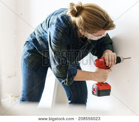 Constructor handyman working and using screwdriver