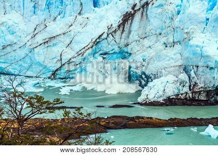 Patagonian province of Santa Cruz, Lake Argentino. In the water floats ice crumbs. On the surface of the glacier, the Kalgaspors-