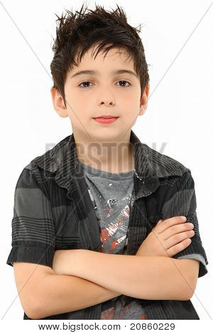 Retrato ocho años Boy brazos cruzados