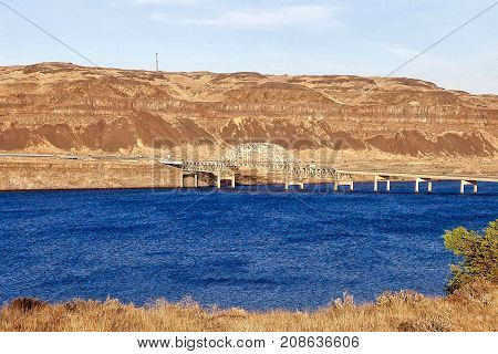 Vantage, USA, 2017.0819: The barrier lake and the bridge at Vantage in the USA.