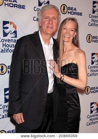 LOS ANGELES - JUN 09:  James Cameron & Suzy Amis arrive at Covenant House 2011 Gala  on June 09, 2011 in Los Angeles, CA