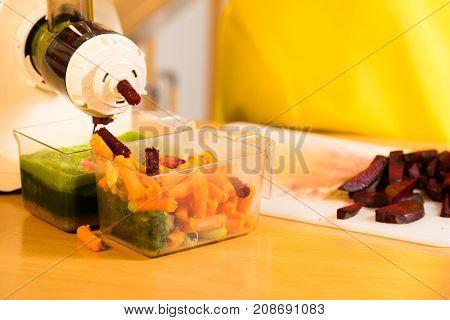 Make Vegetables Juice In Juicer Machine