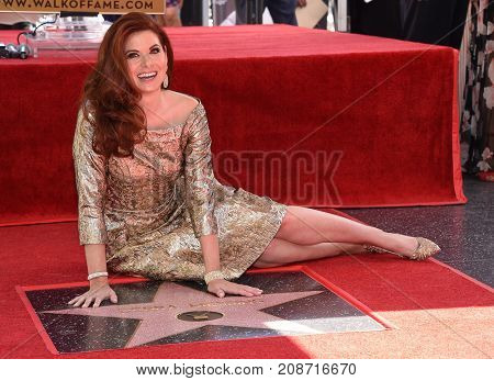 LOS ANGELES - OCT 06:  Debra Messing arrives for the Debra Messing Hollywood Walk of Fame Star Ceremony on October 6, 2017 in Hollywood, CA