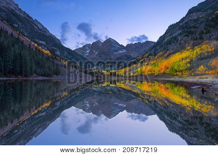 Long Exposure photography of the the lake at the Maroon Bells