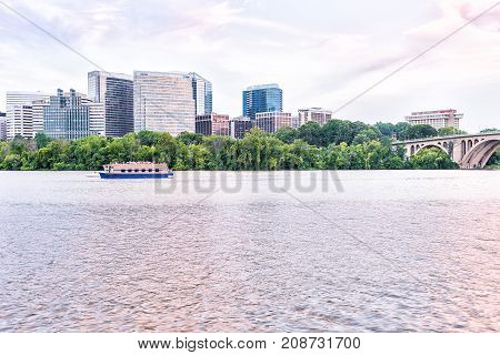 Washington Dc, Usa - August 14, 2013: Boomerang Yacht Cruise Toar Boat On Potomac River With Skyline