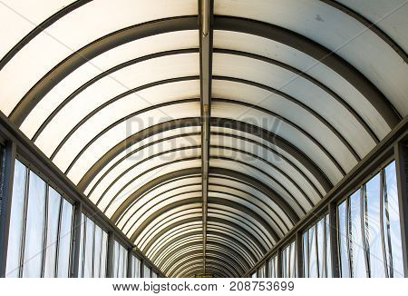 The geometry of the roof of an overground passage