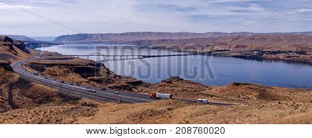Vantage, USA, 2017.08.20: The barrier lake and the bridge at Vantage in the USA.