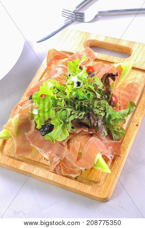 ham slice with green salad and melon