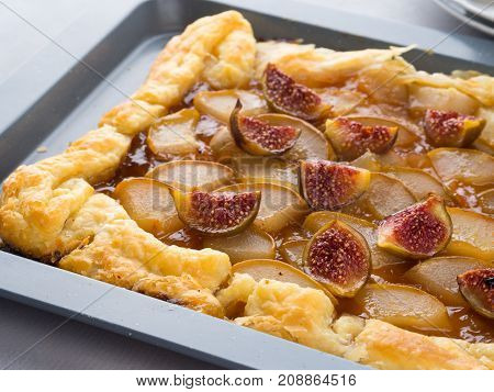 Puff Pastry Pie With Pears And Figs