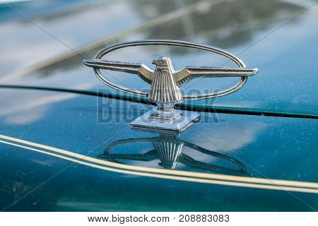 1973 - 1976 Ford Thunderbird Hood Emblem Ornament On Green Background
