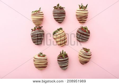 Tasty chocolate dipped strawberries on color background