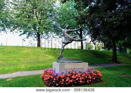 Oslo, Norway: May 1, 2019 - Statue Of Sonja Henie With Monument In Oslo - Norway