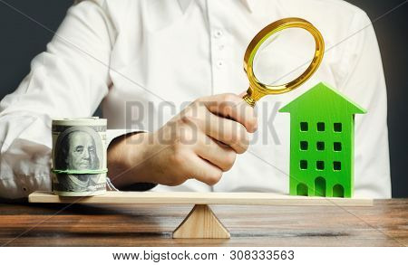 A Real Estate Appraiser Estimates The Cost Of Housing. Fair Price For The Sale Of An Apartment Or Ho