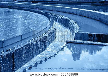 Tanks Or Reservoirs For Aeration And Purification Or Cleansing Sewage Liquid With Sludge In Modern W