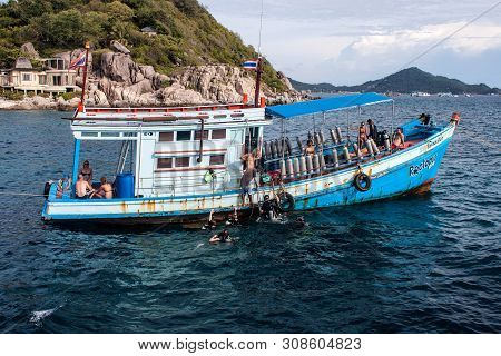Ko Tao, Thailand - August 29: Boats With Divers At Ko Tao, Thailand On August 29, 2013. Ko Tao Is Sm