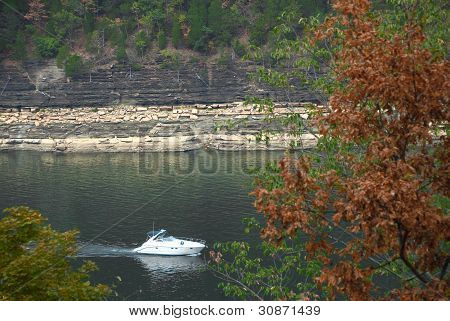 Boating Lake Cumberland KY