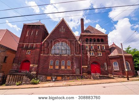 Braddock, Pennsylvania, Usa 6/29/2019 The 1st United Presbyterian Church On Parker Avenue Built In T