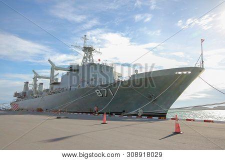 Chonburi ,thailand-september 21,2013:the Battle Ship Code 871 Stop Near Htms Chakri Naruebet Is Bigg