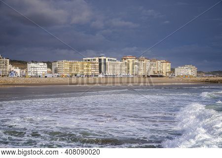 Costa Da Caparica, Portugal - April 17, 2019: Views Of The Beach Of Costa Da Caparica, A Famous Plac