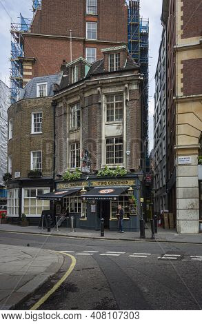 London, Uk, April 2014 - Facade Of The Two Chairmen Public House In The City Of London, Uk