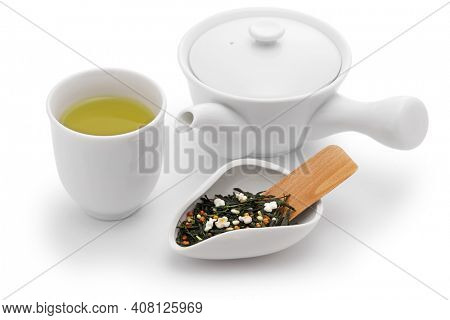 Japanese genmai cha,  green tea mixed with roasted popped brown rice, sometimes called popcorn tea.