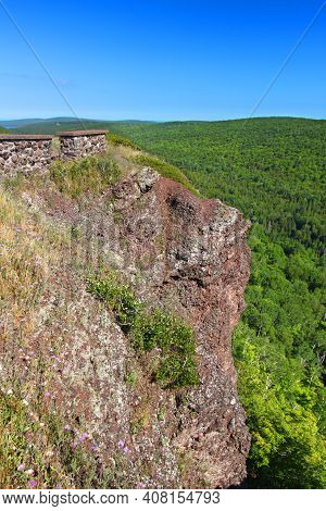 Brockway Mountain Is Located Along The Keweenaw Peninsula Of Upper Michigan And Provides Spectacular