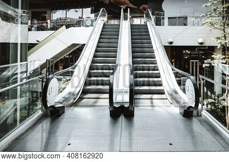 Stairway Electric Escalator Of Shopping Mall, Modern Indoor Escalators And Interior Decoration In Sh