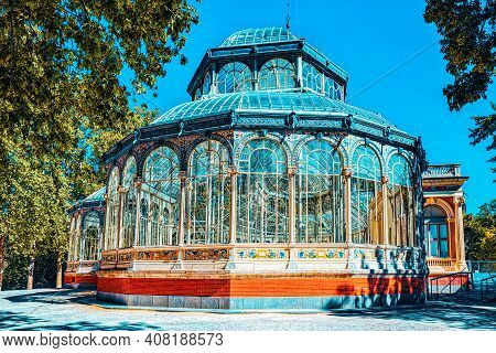 Crystal Palace (palacio De Cristal) In Buen Park Del Retiro (par