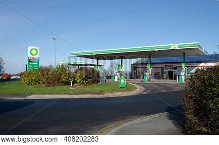 Lloc; Uk: Feb 11, 2021: Planning Permission Has Been Granted For A New Drive Thru Kfc And Starbucks