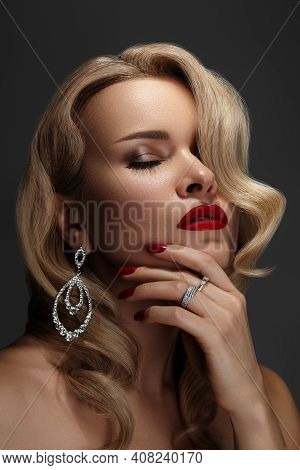 Beautiful Young Sexy Woman With Vintage Make-up And Hairstyle. Pin-up Girl With Red Lips. American D