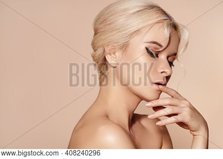 Sexy Model With Retro Make-up, Clean Skin, Blond Hair On Beige Background. Elegant Woman With Fashio