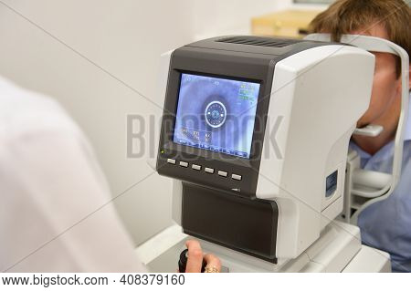 The Optometrist Controls The Oculist Display With The Scanned Eyes Of The Man, Diagnostic Ophthalmol