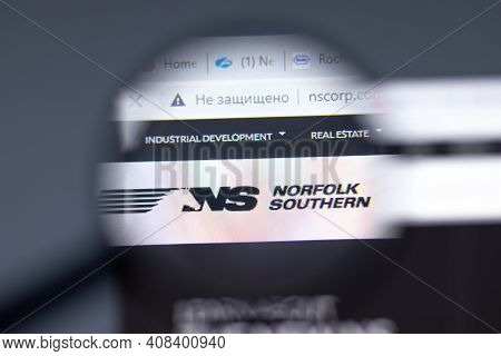 New York, Usa - 15 February 2021: Norfolk Southern Website In Browser With Company Logo, Illustrativ