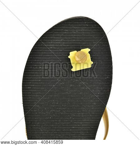 Lifehack - Use bread clips to save flip-flops with split holes