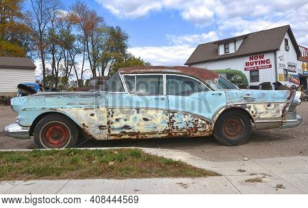 Lake Park Minnesota, October 2, 2020: The Rusty Old Car Is That Of A 1957 Buick Automobile, A Divisi