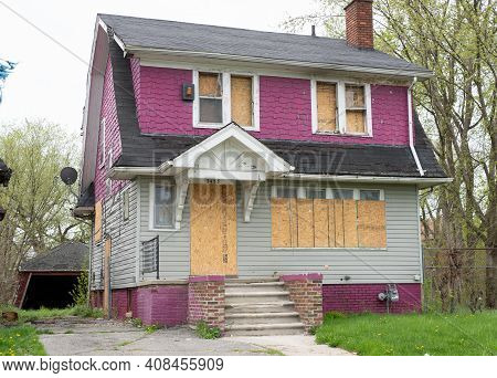 Detroit, Michigan - Usa - 04-20-2019: Abandoned Home That Has Been Boarded Up In Downtown Detroit