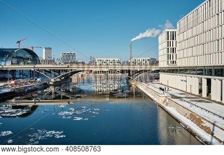 Berlin Main Railway Station Hauptbahnhof, Hbf. Panorama Over Spree River With Reflection. Snow On Ri
