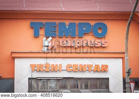 Pancevo, Serbia - January 9, 2021: Logo Of Tempo Centar On Their Supermarket For Pancevo. Tempo Is A