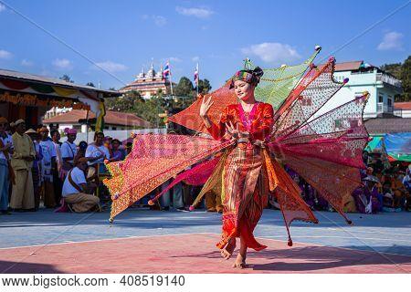 Thoet Thai, Chiang Rai - Thailand, November 27, 2019 : Beauty Woman Of Shan Or Tai Yai (ethnic Group