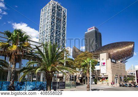 Spain, Barcelona, September, 2020: Frank Gehrys Golden Fish Is Located In Barcelonas Vila Olimpica,