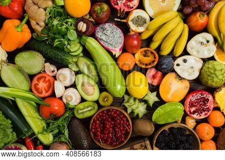 Topview Raw Vegetables, Carrot And Tometos And Carot And Ginger And Green Chilli And Bell Peper On W