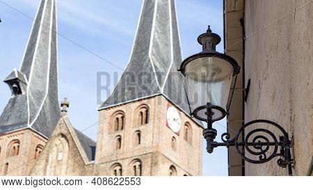 Closeup Of De Sint Nicolaaskerk Or Bergkerk In Deventer In The Netherlands With A Historic Street Li