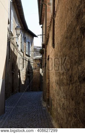 Orvieto (tr), Italy - May 10, 2016: A Typical Road And Houses In Centre Of Orvieto, Terni, Umbria, I