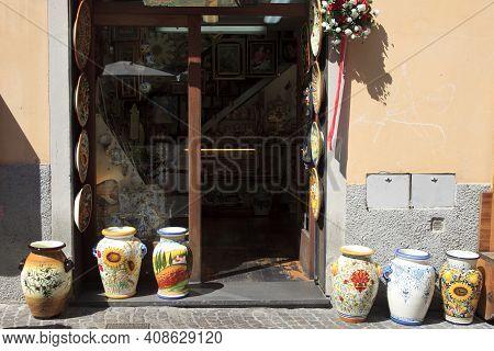 Orvieto (tr), Italy - May 10, 2016: A Pottery Shop In Centre Of Orvieto, Terni, Umbria, Italy