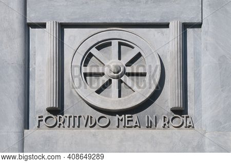 Marble Bas-relief Depicting The Wheel, Symbol Of The City Of Carrara (tuscany) With The Text Fortidu